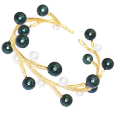 Doria Natural Black and White Pearls Yellow Gold Cuff Bracelet