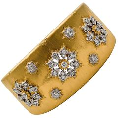 1.64 Carats Diamonds Yellow Gold Hinged Cuff Floral Motif Bangle Bracelet