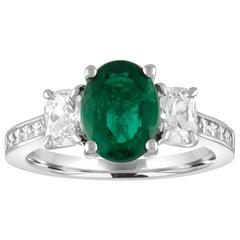 AGL Certified 1.55 Carat Oval Emerald Three-Stone Diamond Gold Ring