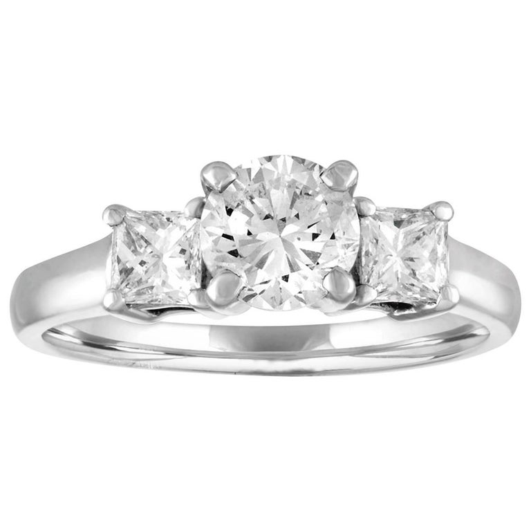 GIA Certified 0.90 Carat H VS2 Diamond Three Stone Platinum Ring For Sale