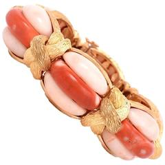 1970s Coral Yellow Gold Link French Bangle Bracelet