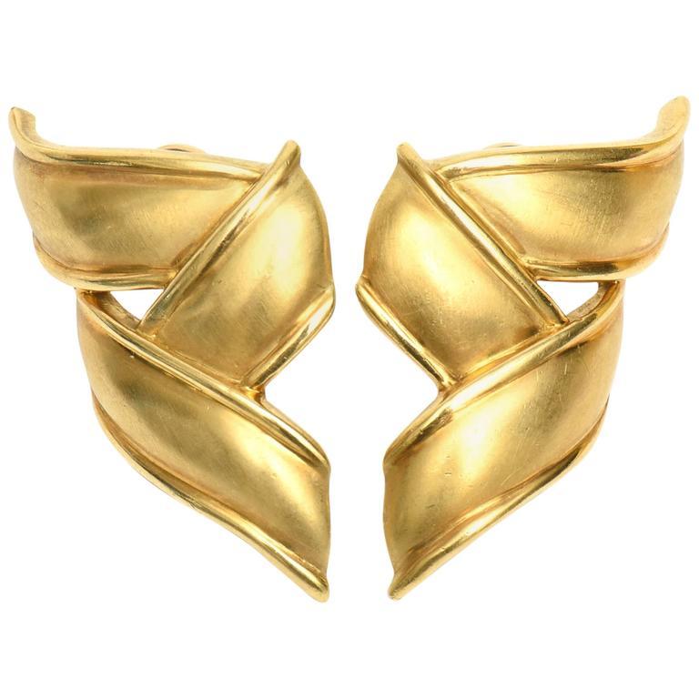 Vintage Tiffany & Co.18K Gold Pierced Lever Back Earrings For Sale