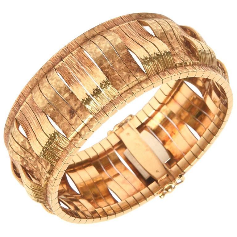 Vintage Sculptural Italian 18 Karat Gold Cuff Bracelet
