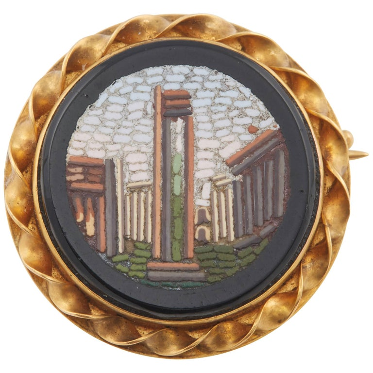 Russian Gold Micro-Mosaic Pin by Blumenthaller, circa 1880 In Good Condition For Sale In Lewiston, NY