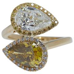 GIA 4.03 Carat Pear Shaped White and Yellow Diamonds Gold Crossover Ring