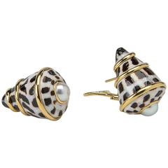 Trianon Pearl Shell Gold Earrings