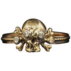 Memento Mori Skull Cross Bone Diamond Ring 18 Carat Gold