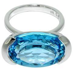 Lizunova White Gold Blue Topaz Embrace Ring