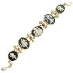 Rubies Freshwater Pearls Black White Cameo Intaglio Yellow Gold Bracelet