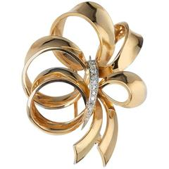Boucheron Yellow Gold 0.40 Carat Diamond Ribbon Design Brooch
