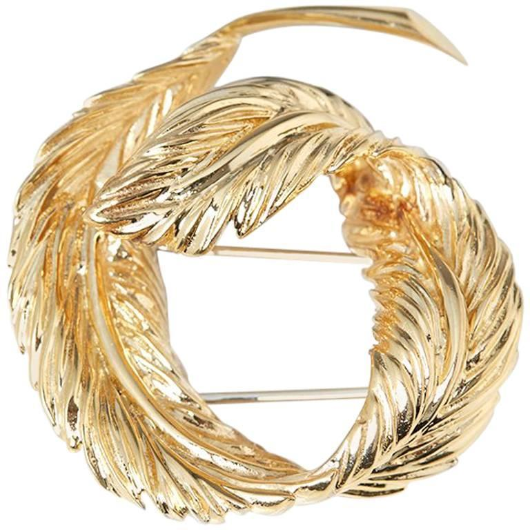 Van Cleef & Arpels 18 Karat Yellow Gold Feather Design Vintage Brooch For Sale