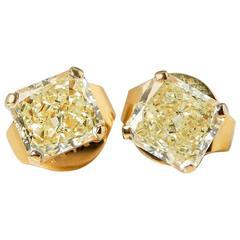 Graff Diamonds Yellow Gold 2.66 Carat Yellow Diamond Stud Earrings