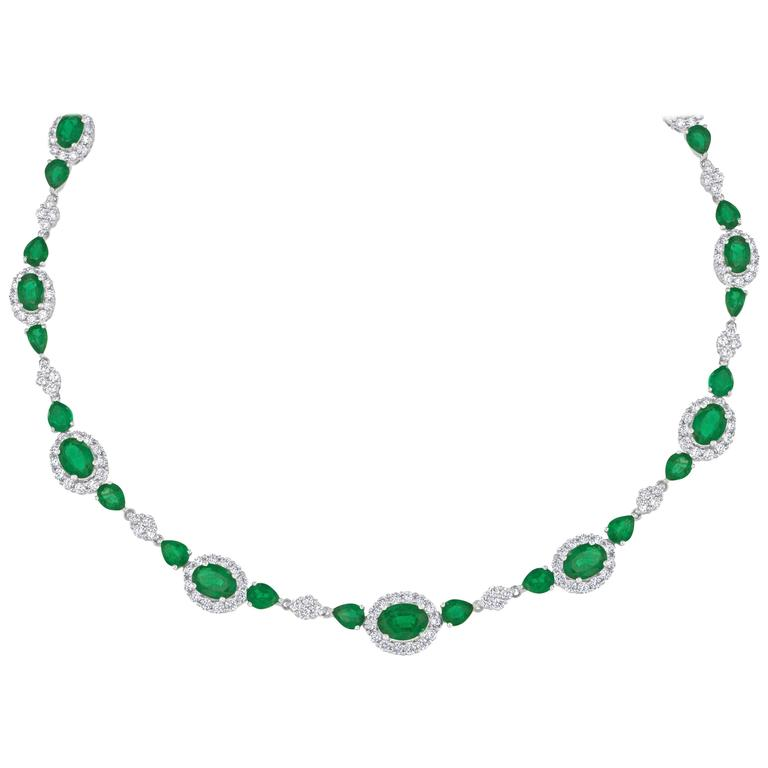 14.85 Carats Oval and Pearl Shape Emerald and Diamond Gold Necklace