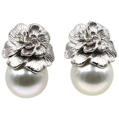 Carrera y Carrera Gardenia Pearl White Gold Floral Earrings