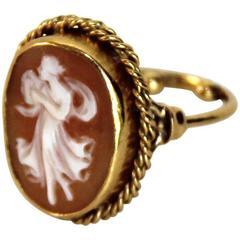 Marina J Cameo Gold Ring