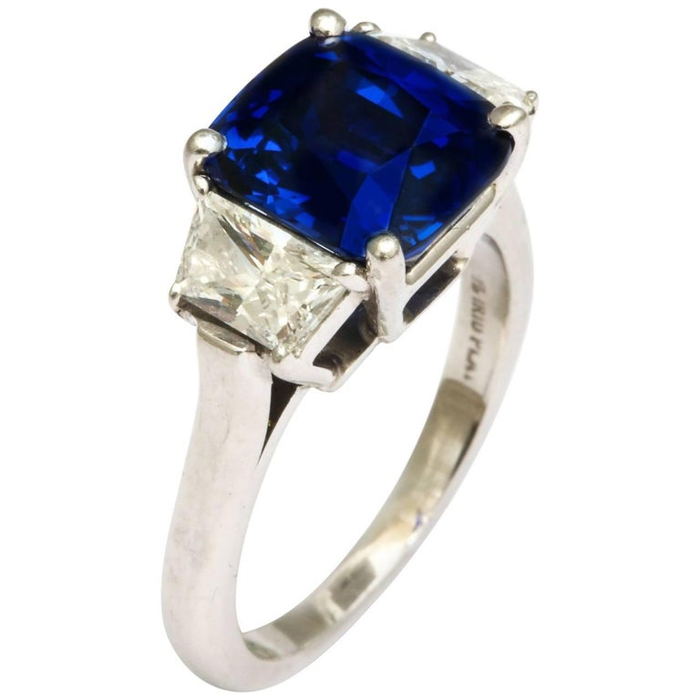 Natural Sapphire and Diamond Ring For Sale