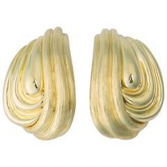 Elegant Henry Dunay Sabi and Shiny Gold Earrings