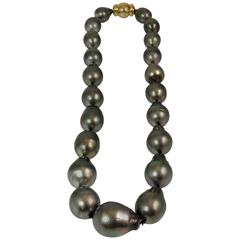 Baroque Tahitian Pearl Necklace with Yellow Gold Clasp