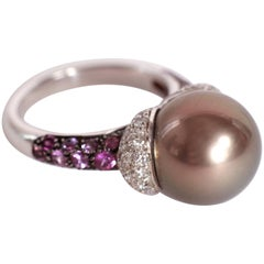 Unique Ring With a Tahitian Pearl and Purple Sapphires and Diamonds Pavage