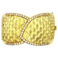 Diamond Yellow Gold Textured Seashell Hinged Bangle Bracelet