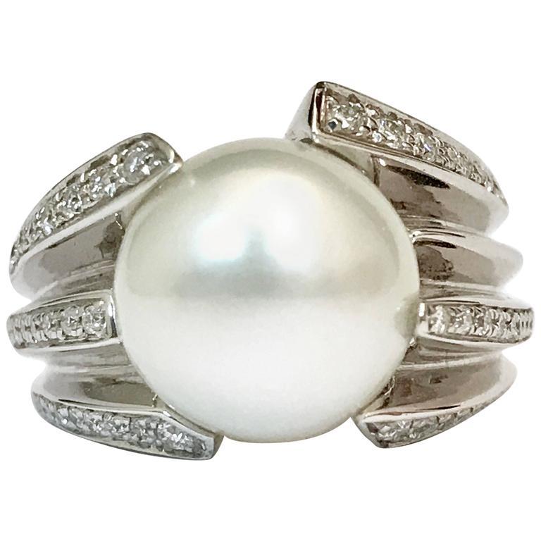 white gold 18 carat cultured pearl and white diamonds
