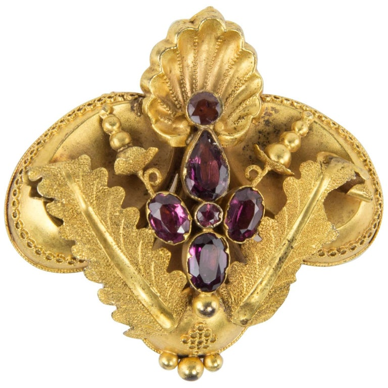 Antique Victorian Shell and Leaf Motif Gold Brooch Pin Estate Fine Jewelry For Sale