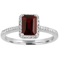 Step Cut 1.47 Carats Garnet and Diamond Gold Ring