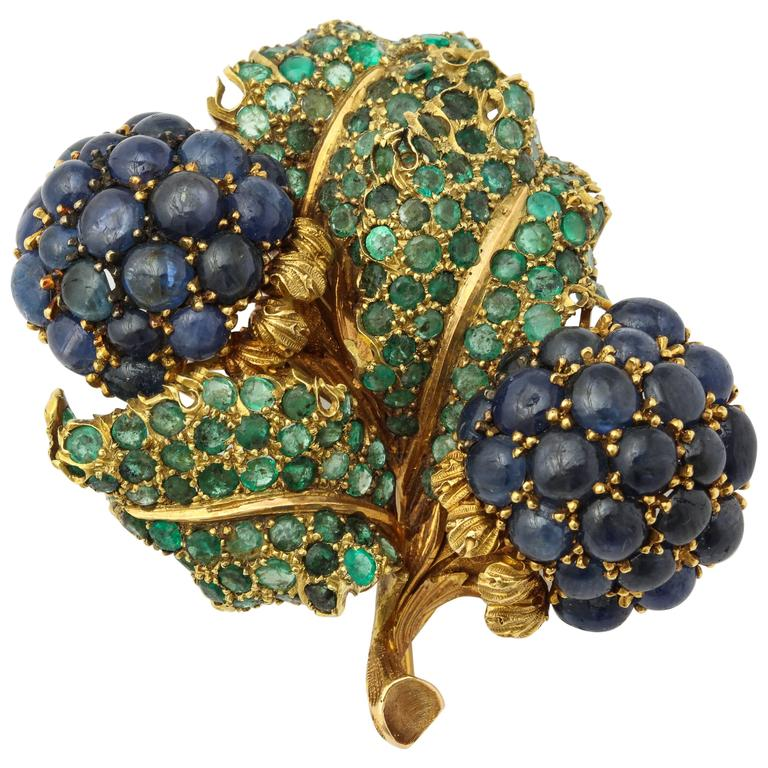 Buccellati Emerald Cabochon Sapphire Yellow Gold Flower Brooch
