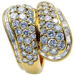 Baguette and Round Diamond 18 Kt Gold Toi Et Moi Ring