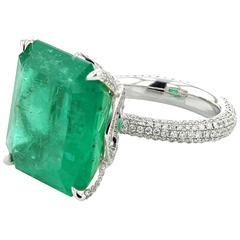 Ring White Gold 18 Karat Colombian Emerald 20.85 Carat White Diamonds 1.57 Carat