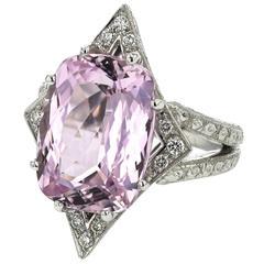 Ring White Gold 18 Karat 12.10g Kunzite 11.12 Carat White Diamonds 0.20 Carat