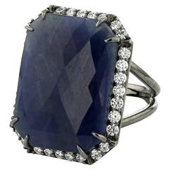 Ring Black Gold 18 Karat 9.10g Blue Sapphire 22.66 White Diamonds 0.89 Carat