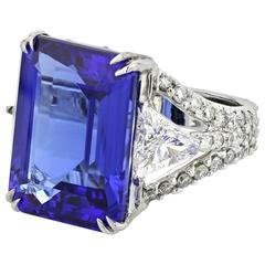 Ring White Gold 18 Karat Tanzanite 17.53 Carat 2 Triangle Diamonds 1.10 Carat