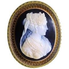 Victorian Finely Carved Cameo Gold Brooch