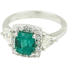 Very Fine 2.59 Carat Certified Emerald and Diamonds Ring 18 Karat Gold
