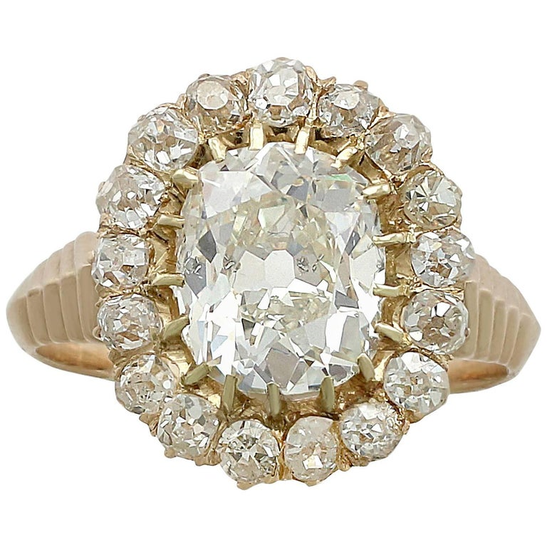 1900s Antique 3.52 Carat Diamond and Yellow Gold Cluster Ring