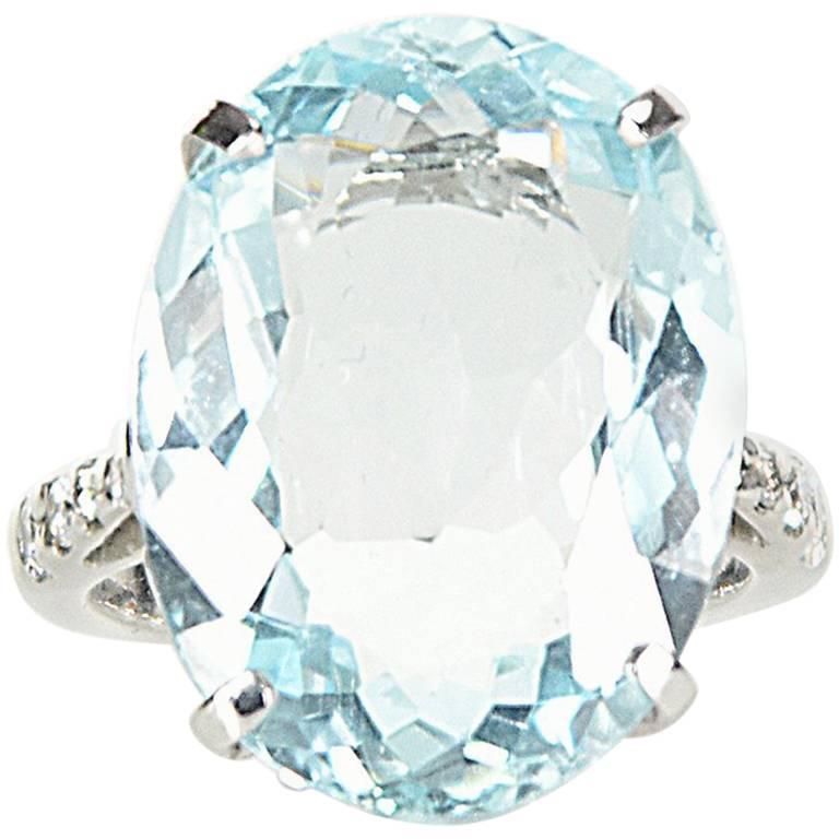 14 Carat Aquamarine and Diamond Ring set in 18 Carat White Gold