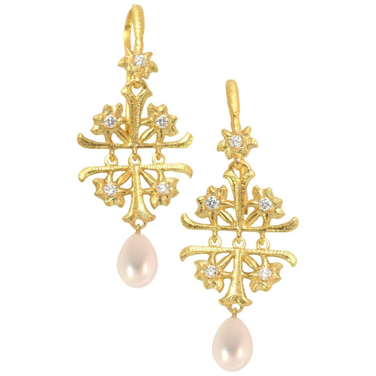 LALAoUNIS Aurelia Earrings in 18k Gold with Diamonds and Pearls