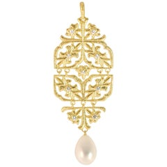 LALAoUNIS Aurelia Pendant in 18 Karat Gold with Diamonds and Fresh Water Pearl
