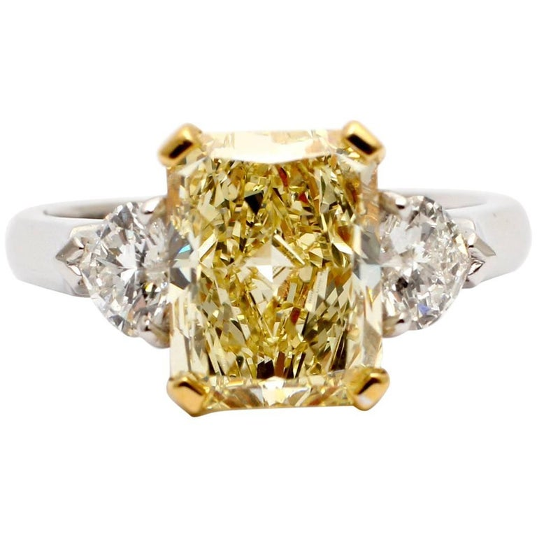 Graff, Magnificent 3.00 Carat Fancy Yellow Diamond Gold Engagement Ring