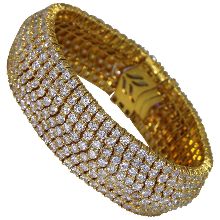 1970s Italian Diamond and Gold Bracelet For Sale