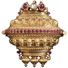 Tamil Nadu 19th Century Indian Gold Ruby Diamond Lingam Amulet Box