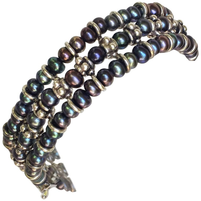 This Marina J bracelet has a black pearl and 3 ring silver divider pattern creating a geometric modern design that is bold and elegant. The silver sliding clasp is simple to handle and ensures the safety of the bracelet. This bracelet is the perfect
