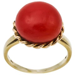 Large Vintage Coral Ring with a Twisted Rope Bezel in Yellow Gold