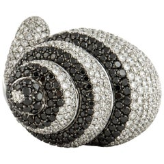 18 Karat Black White Diamond Shell Ring