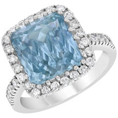6.72 Carat Aquamarine and Diamond Cocktail Ring in 18 Karat Gold