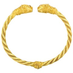 Double Lion Head Hinged Bangle Bracelet in 18 Karat Gold