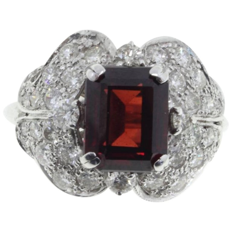kt 2,06 Diamonds and Garnet Cluster Gold Ring