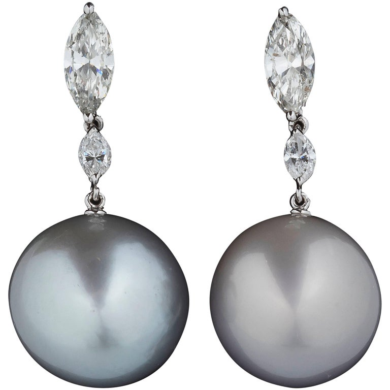 White Diamond 18 Karat Gold Austrialian Pearl Dangle Drop Earrings