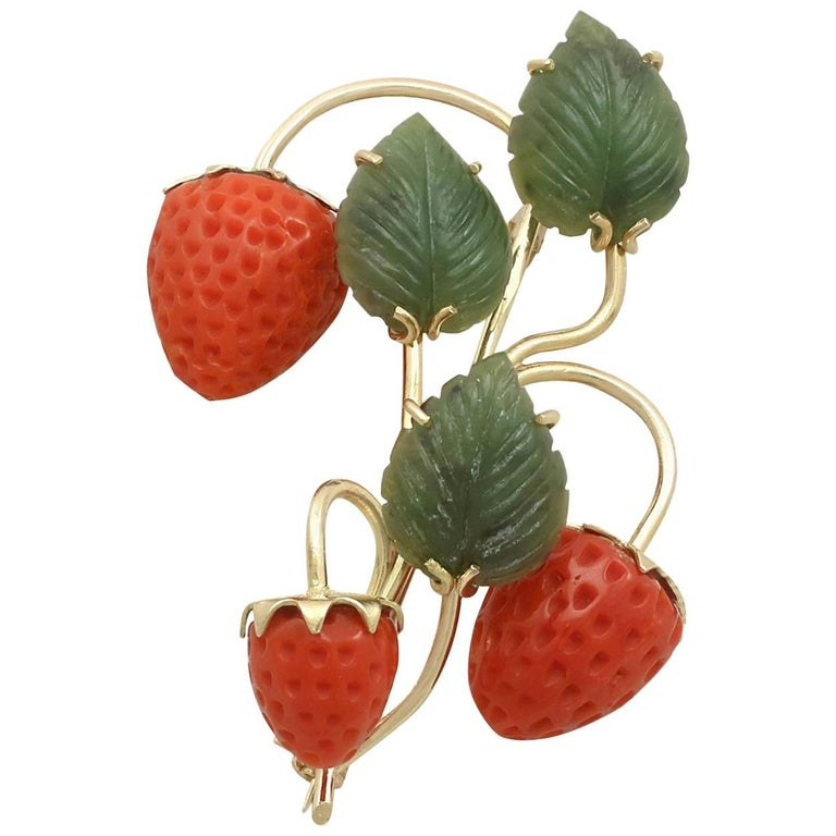 Vintage Nephrite Jade and Red Coral 18 Karat Yellow Gold 'Strawberry' Brooch